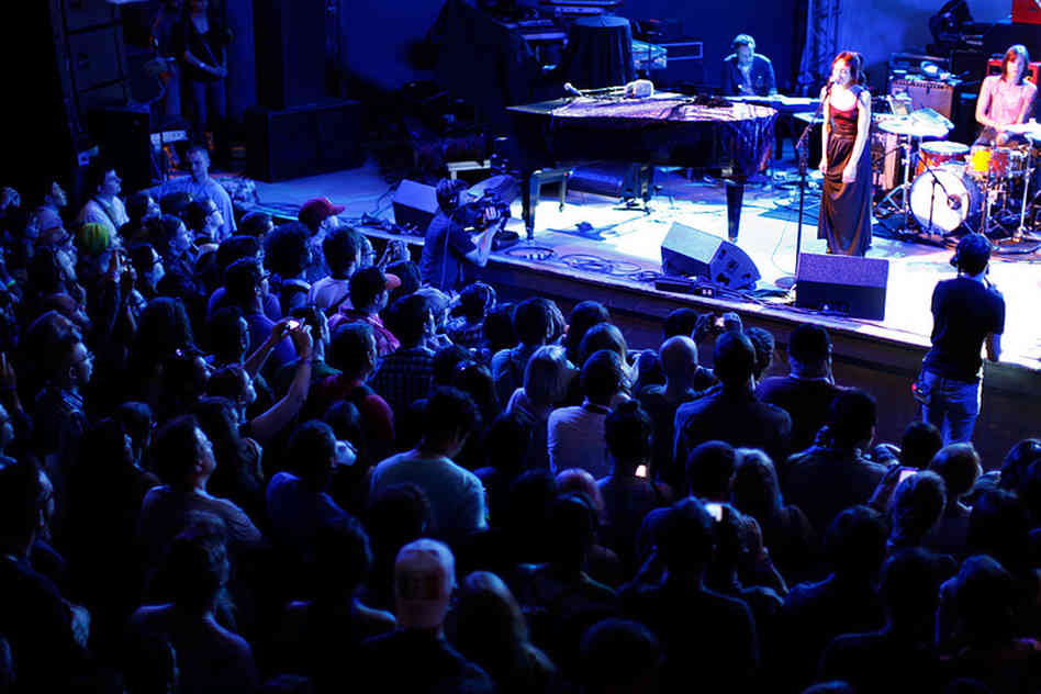 Fiona Apple performing at SXSW