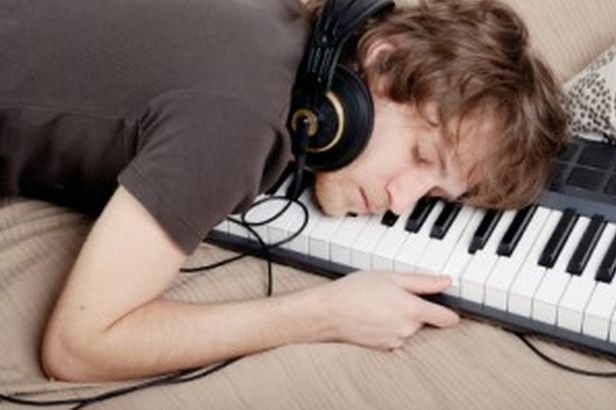 musician_sleeping_on_keyboard_more_than_one_band_time_management