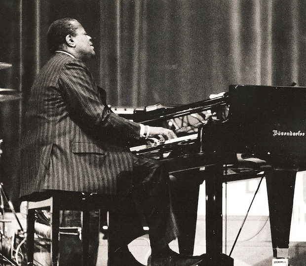 Oscar Peterson improvising in 1977
