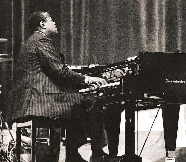 Oscar Peterson improvising in 1977