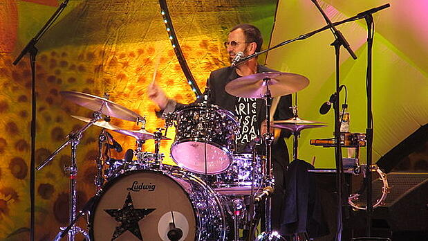 640px-20110626_043_All-Starr-Band-in-Paris_Ringo-Starr_drums_WP