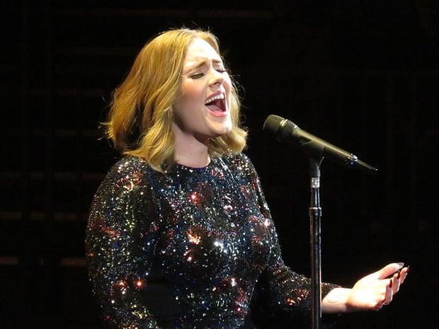 640px-Adele_Live_2016_tour