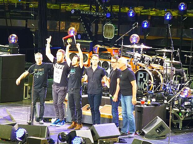640px-Pearl_Jam_New_York_2016_02.jfif