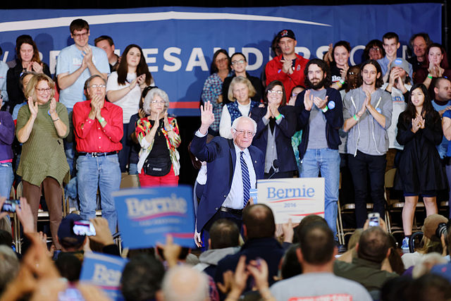 640px-Senator_of_Vermont_Bernie_Sanders_at_Derry_Town_Hall_Pinkerton_Academy_NH_October_30th_2015_by_Michael_Vadon_04