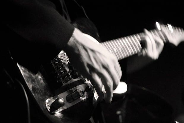 800px-An_electric_guitarist.jpg