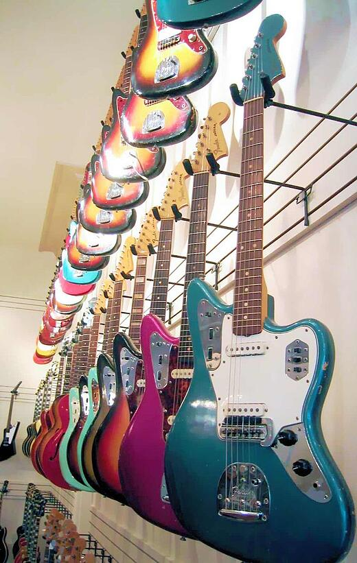 800px-Fender_Jaguars.jpg