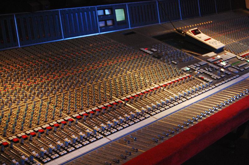 800px-SSL_SL9000J_72ch__The_Cutting_Room_Recording_Studios_NYC.jpg