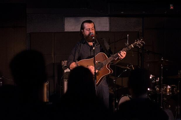 9 Tips That Will Make Your Solo Acoustic Shows Way Less