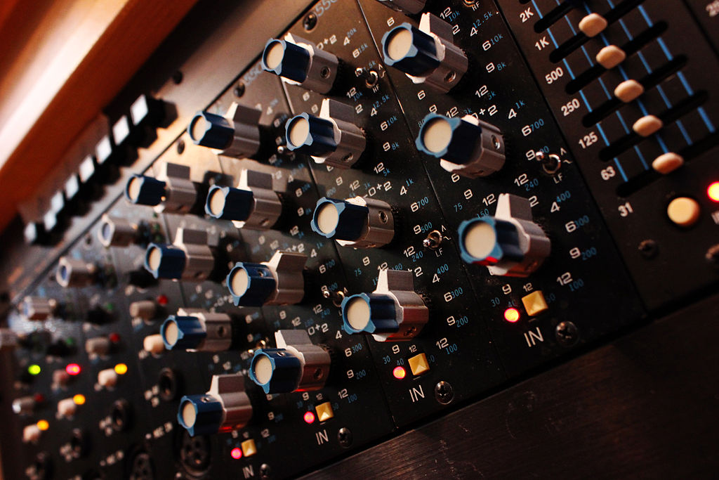API_550_Equalizer_-_angled_from_right_-_Control_Room_A_In_Your_Ear_Studios.jpg