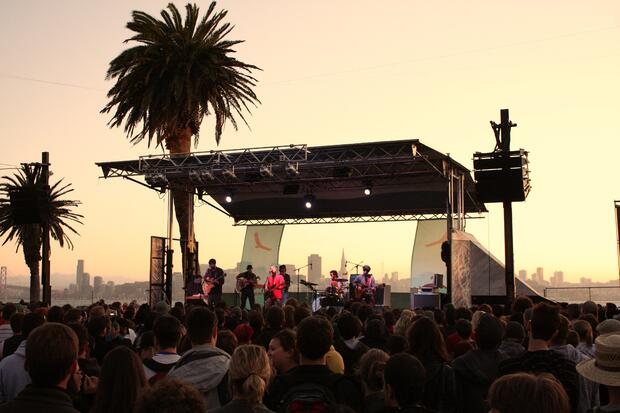 Dr_Dog_Treasure_Island_Music_Festival