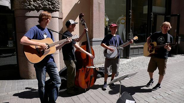 Finnish_bluegrass_buskers_Rautakoura_Helsinki.jpg