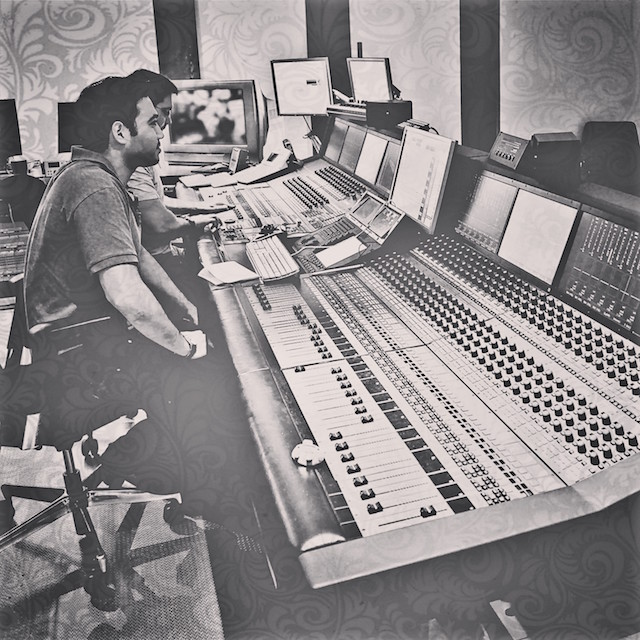 Max_Herman_mixing_the_Music_for_Bill_Gates_Charity_Malaria_No_More_in_2011_2014-02-15_12-15
