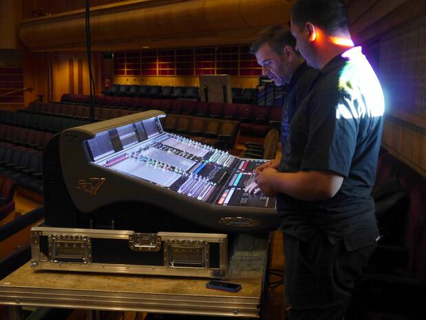 Sound_checking_in_the_Barbican_main_hall_01.jpg