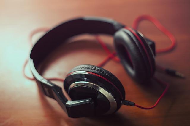 headphones-407190_640
