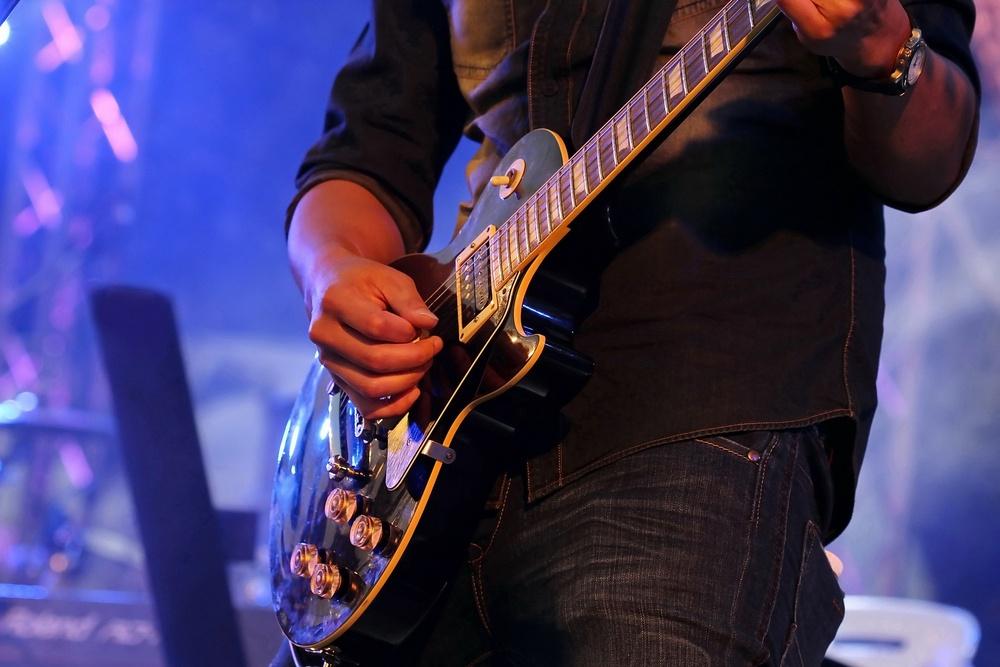 Al_Di_Meola_guitar_in_Utrecht_Netherlands.jpg